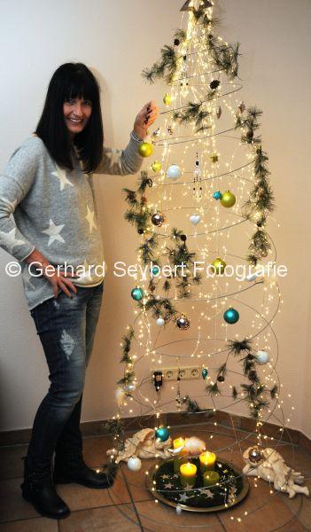 Weihnachtsbaum Metall Spirale.Weeze Weihnachtsstory Alternativer W Baum Metall Spirale Foto